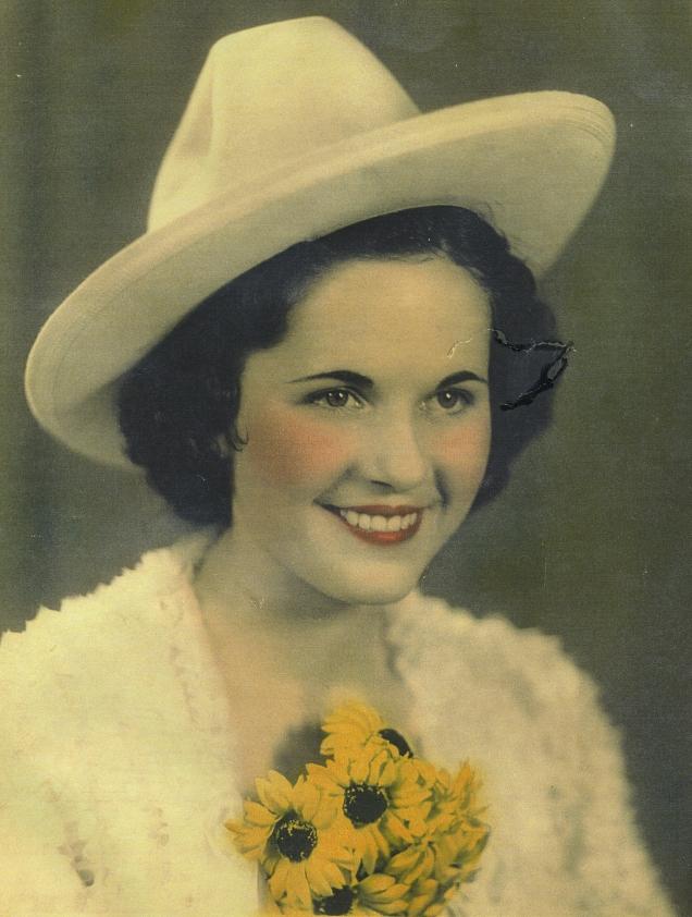 1-Loretta Gustafson's Life in Photos 004