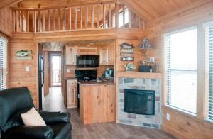 1-508_log_cabin_interior