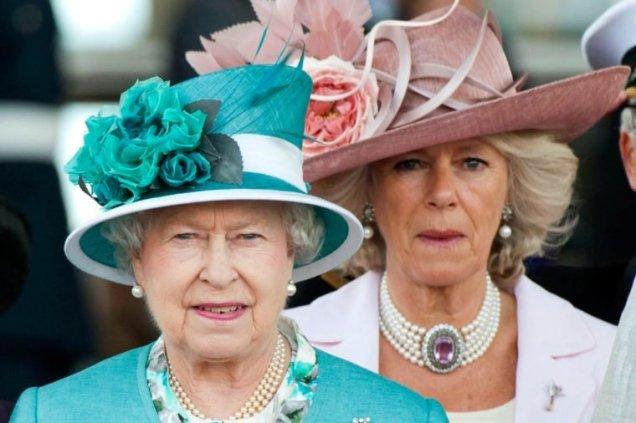02-An-Epic-Timeline-of-Queen-Elizabeth's-Wackiest-Hats-760x506